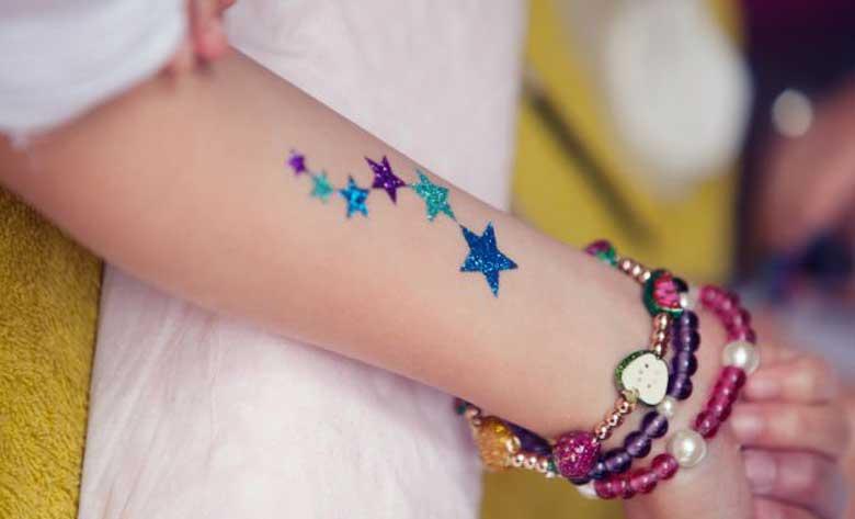ธุรกิจที่น่าสนใจ 2019: เพ้นท์ตัว รอยสักกากเพชร (Glitter Tattoo)